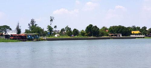 ขายที่ดินริมน้ำเกาะเกร็ด พื้นที่ 6 ไร่ 0 งาน 179 ตารางวา   ราคา 7,200,000.00 บาทต่อไร่ (18,000.00 บาท ต่อตารางวา) ที่ดินสวยพร้อมบ้านไม้ติดริมแม่น้ำเจ้าพระยา
