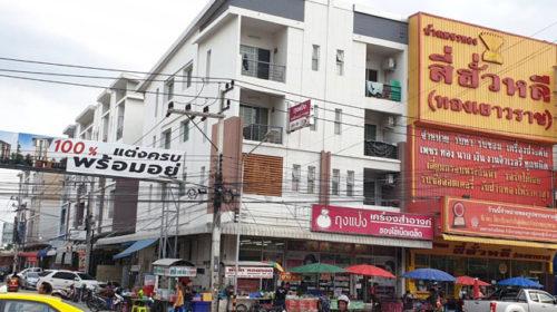 อาคารพาณิชย์พร้อมผู้เช่า รายได้ดีมาก  ถนนพหลโยธิน ซอยคุณพระ (คลองหลวง 27)  ขายถูกมาก ค่าเช่าเกือบ 200,000 บาทต่อเดือน ขายเพียง 30 ล้านบาท