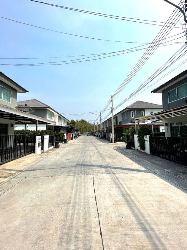 ขายทาวน์โฮมถนนเลี่ยงเมืองหนองมน-ชลบุรี